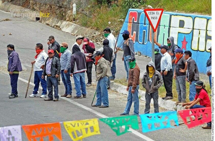 Pobladores del Municipio de San Juan Chamula desalojaron a simpatizantes de la Coordinadora Nacional de Trabajadores de la Educación (CNTE) que mantenían un bloqueo sobre la autopista que comunica con Tuxtla Gutiérrez.