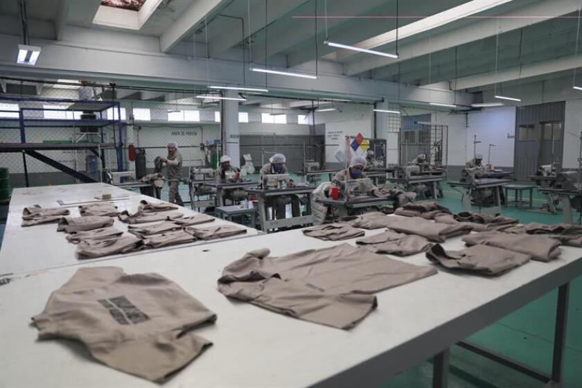 Vista general de talleres de costura en el interior del Reclusorio Varonil Norte, el pasado 18 de enero de 2019, en Ciudad de México (México). EFE
