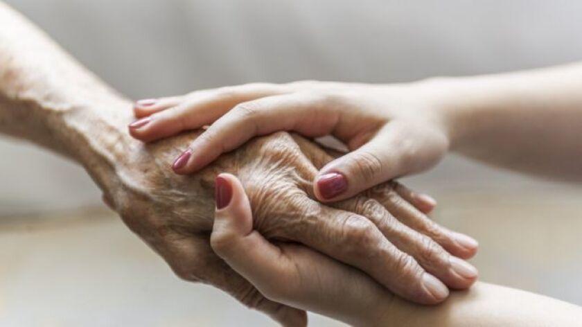 Es una enfermedad incurable porque es degenerativa, aparece por causa del envejecimiento y al igual que cuando uno se hace viejo no puede rejuvenecer, tampoco puede librarse de la artrosis una vez la tiene.