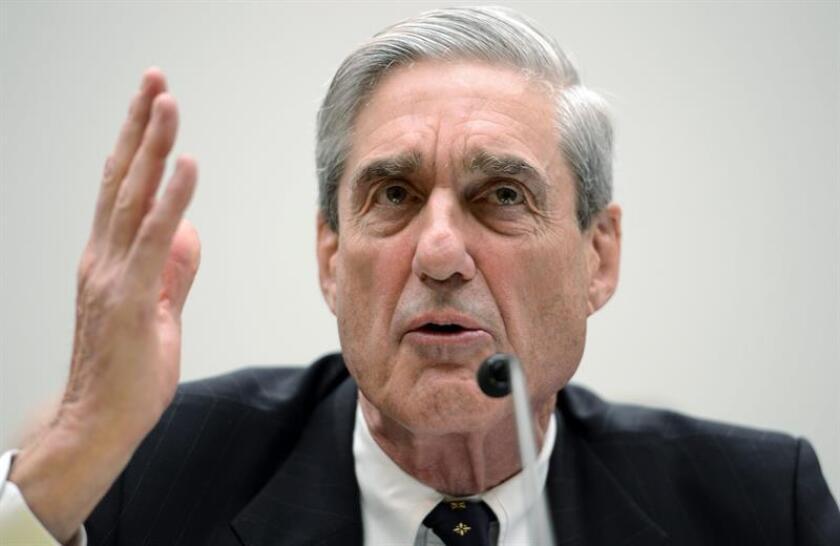 El fiscal especial que investiga la trama rusa Robert Mueller ha citado a declarar a un locutor de radio que supuestamente sirvió de enlace entre un exconsejero de la campaña del ahora presidente, Donald Trump, y Wikileaks, informaron hoy medios de comunicación locales. EFE/Archivo