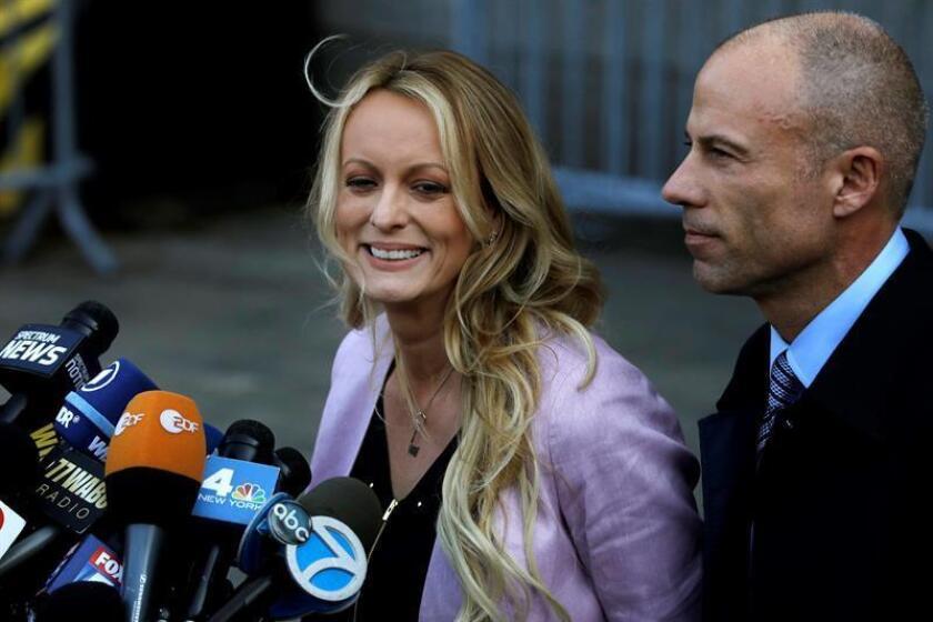 La actriz porno Stormy Daniels demandó hoy por difamación al presidente de Estados Unidos, Donald Trump, ampliando la batalla legal que mantiene con él en torno a la supuesta relación que tuvieron en 2006. EFE/Archivo