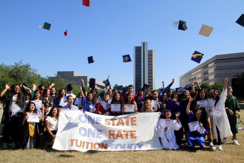 """Más de 250 """"colleges"""" y universidades del país se sumaron a los 180 centros educativos que enviaron la pasada semana una carta dirigida """"a los líderes de los EE.UU."""" en la que muestran su apoyo a la Acción Diferida para los Llegados en la Infancia (DACA). EFE/ARCHIVO"""
