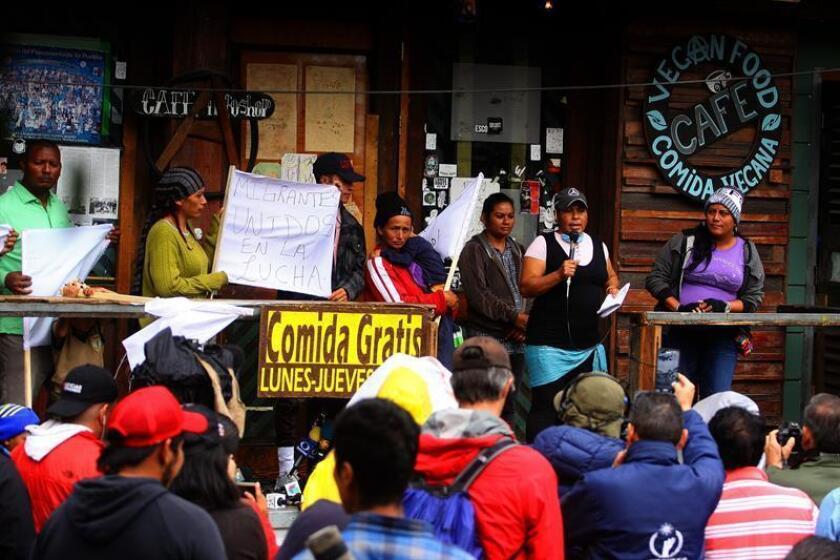 Migrantes entran en un compás de espera por cambio de Gobierno en México