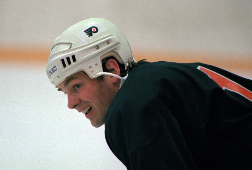 Dale Hawerchuk with the Philadelphia Flyers in 1996