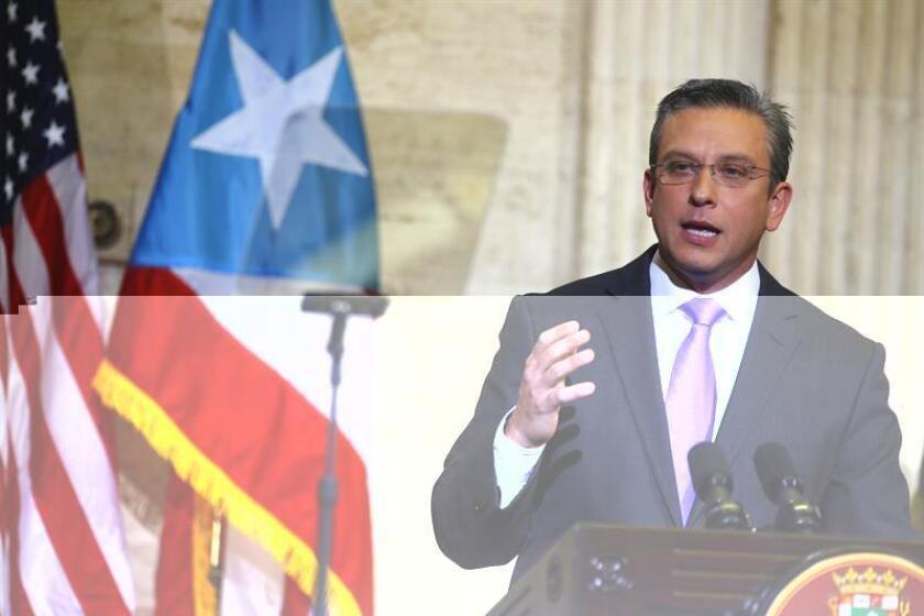 El gobernador de Puerto Rico, Alejandro García Padilla, presidió hoy la firma de medidas administrativas -del Departamento de Educación y del Departamento de Corrección y Rehabilitación- que promueven el trato igualitario a la población transgénero en las instituciones correccionales y las escuelas públicas de la isla. EFE/ARCHIVO