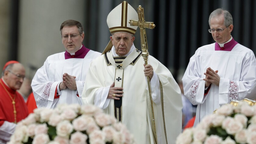 Pope Francis celebrates Easter Mass in St. Peter's Square at the Vatican, Sunday, April 21, 2019. (A