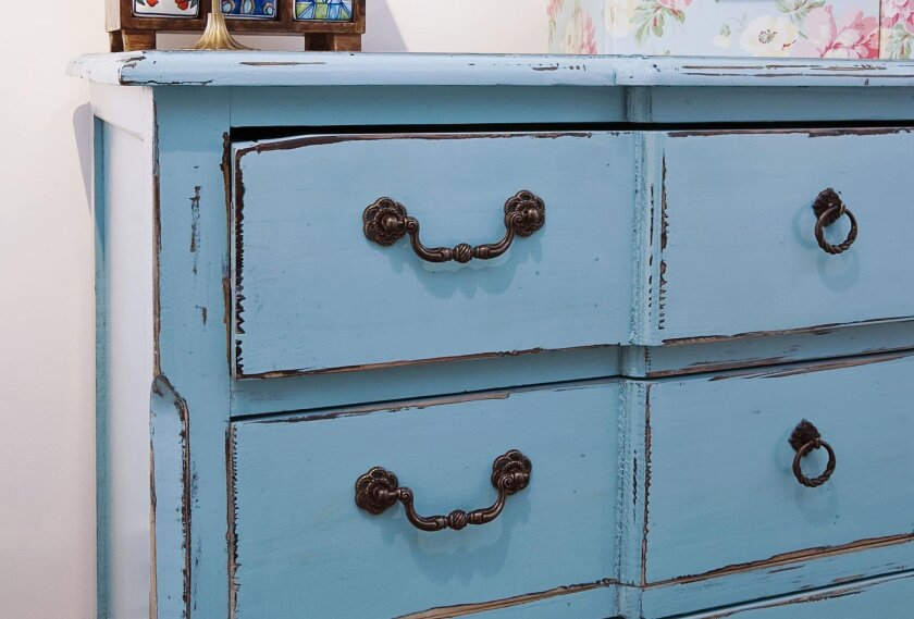 To create a classic distressed look, choose a base paint color that will contrast with the top color