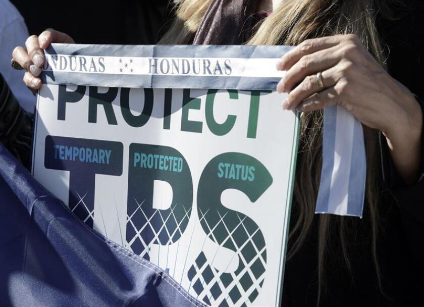A menos de 24 horas del 19 de marzo, fecha límite para los salvadoreños residentes en el país de renovar su Estatus de Protección Temporal (TPS), los activistas urgen hoy a sus beneficiarios a volverse a inscribir a este programa migratorio. EFE/Archivo