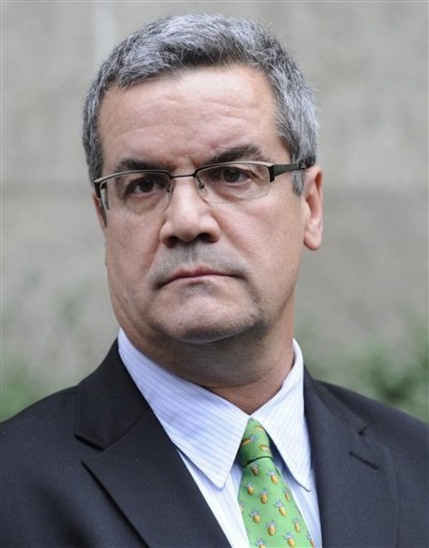 "FILE - This Nov. 10, 2009 file photo shows Robert ""Joe"" Halderman outside Manhattan criminal court following his court appearance in New York. (AP Photo/ Louis Lanzano, File)"