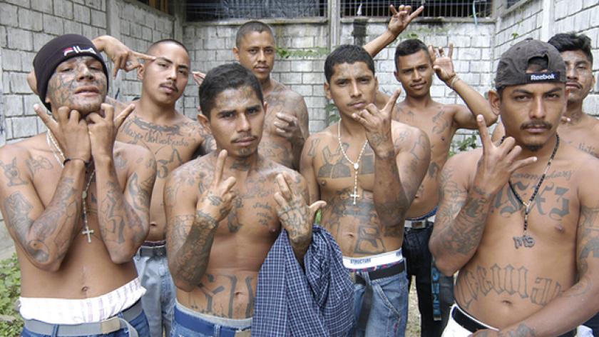 El Fiscal General de El Salvador pidió que use la fuerza armada para recuperar los territorios tomados por las pandillas.