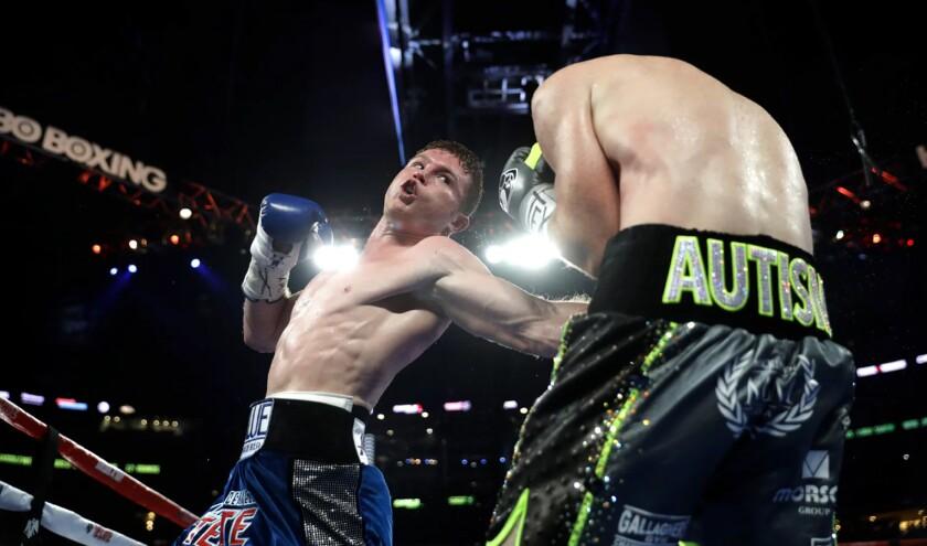 'Canelo' Álvarez, en su combate contra Liam Smith, en el AT&Stadium de Arlington, Texas.