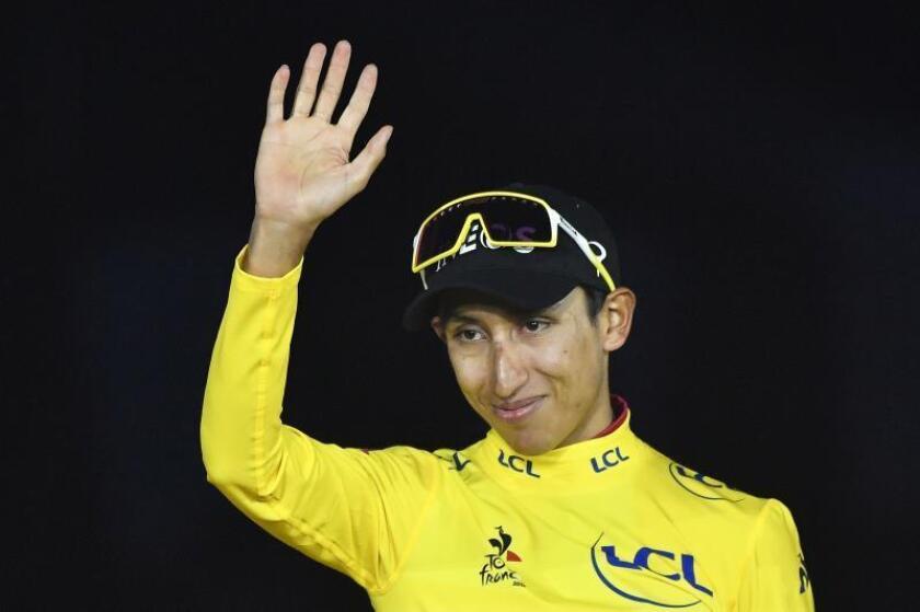 En la imagen, el ciclista colombiano Egan Bernal, ganador de la edición 2019 del Tour de Francia. EFE/Julien de Rosa/Archivo