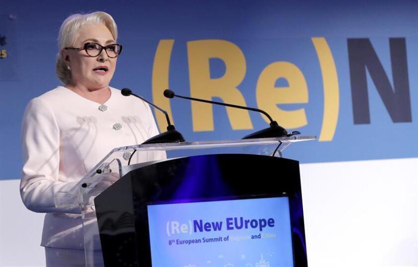 La primera ministra de Rumanía, Vasilica Viorica Dancila, ofrece un discurso durante la octava Cumbre Europea de Ciudades y Regiones, el jueves 14 de marzo en Bucarest (Rumanía). EFE/Archivo