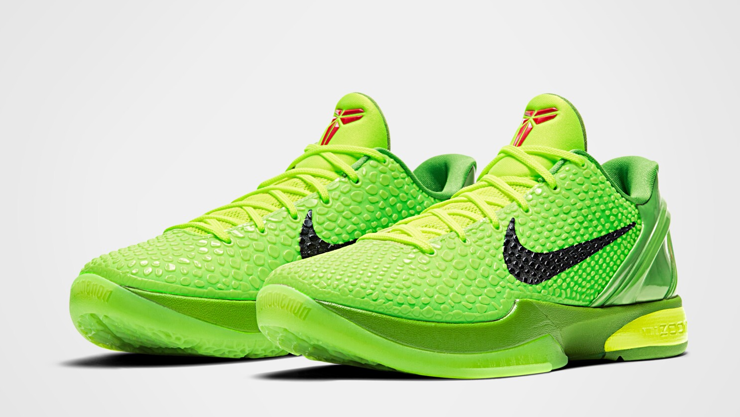 Escepticismo mitología Prevención  Nike Kobe 6 'Grinch' sneaker set to drop Christmas Eve - Los Angeles Times