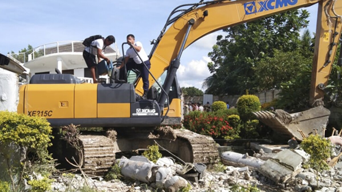 Strong Quake In Philippines Kills 1 Damages Houses And Roads Los Angeles Times