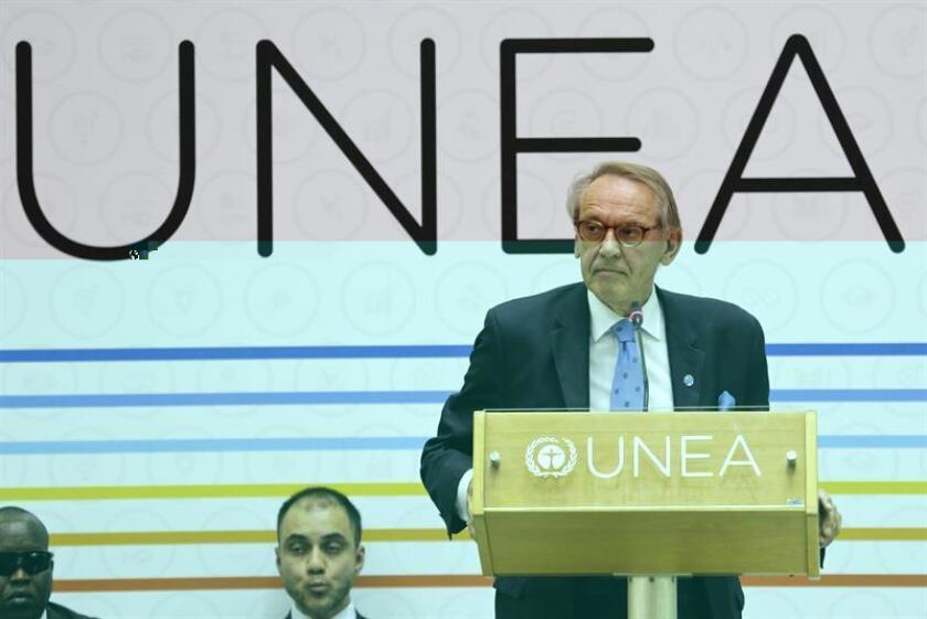 El vicesecretario general de Naciones Unidas, Jan Eliasson (d) durante una conferencia de prensa. EFE/Archivo