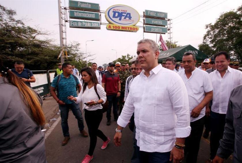 El presidente colombiano, Iván Duque (c), visita el puente fronterizo Francisco de Paula Santander, en Cúcuta (Colombia). EFE/Archivo