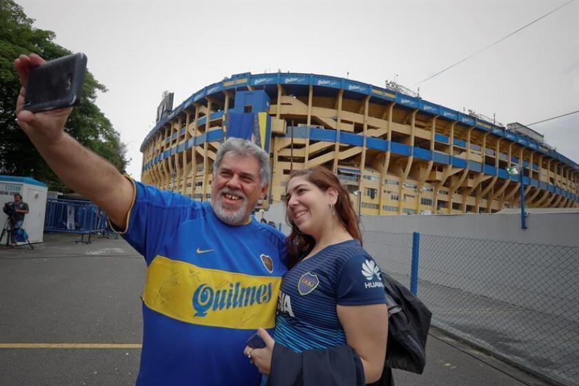 Boca Juniors fans arrive at La Bombonera Stadium in Buenos Aires, Argentina, on Nov. 11, 2018, for the first leg of the Copa Libertadores final between arch-rivals Boca Juniors and River Plate. EPA-EFE FILE/Juan Ignacio Roncoroni