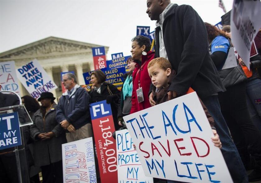 La revocación por parte de los republicanos en el Congreso de la reforma sanitaria, conocida como Obamacare, supondría que 18 millones de ciudadanos se quedarían sin cobertura médica en 2017, indicó hoy la Oficina Presupuestaria del Congreso (CBO, en inglés). EFE/ARCHIVO