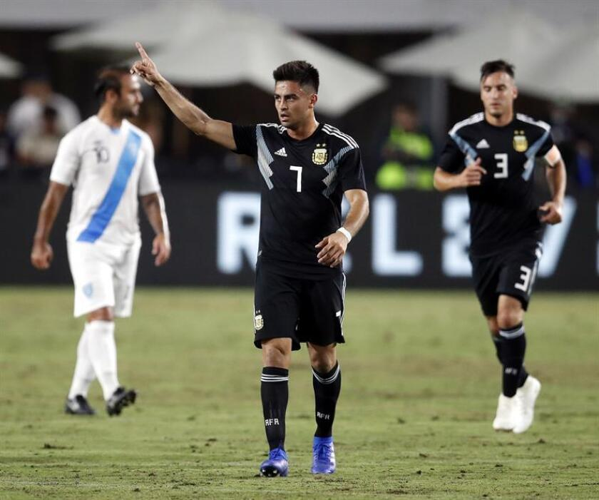 El jugador argentino Gonzalo Martínez (c) celebra después de convertir un gol frente a Guatemala en el amistoso que se disputó en el Coliseum de Los Ángeles, en Los Ángeles (ee.uu), hoy 7 de septiembre de 2018. EFE