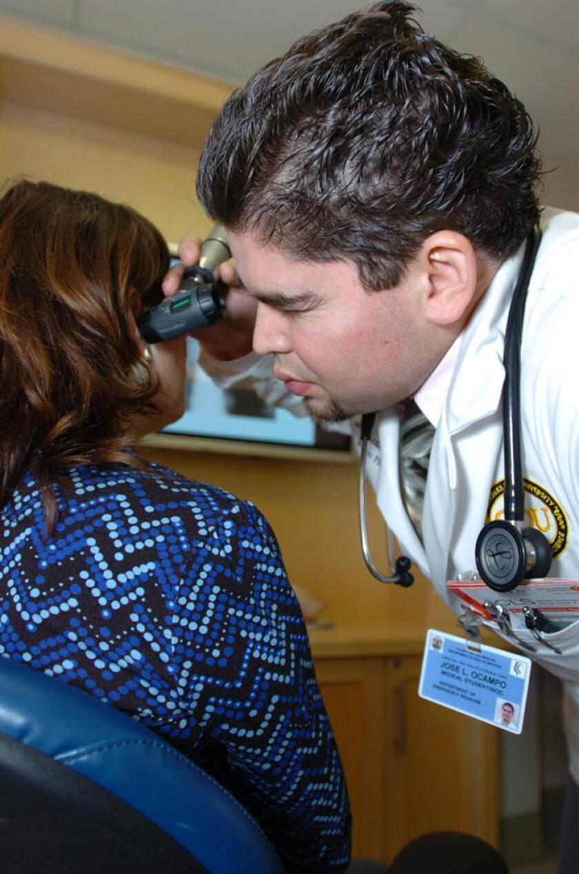 Los síntomas severos del barotrauma ótico como el oído tapado, de no ser atendidos a tiempo, pueden llevar a la pérdida de la audición, alertó hoy el especialista Ángel Castro Urquizo. EFE/ARCHIVO