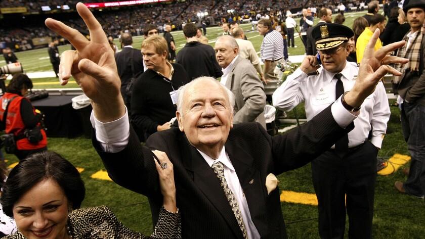 Tom Benson, longtime owner of Saints, dies at age 90 - Los