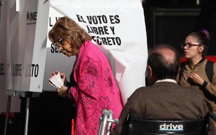 Mexicanos acuden a las urnas electorales hoy, domingo 1 de julio de 2018, en Ciudad de México (México). EFE