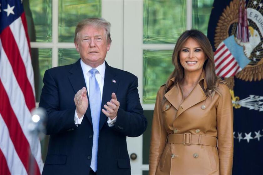 En la imagen, el presidente de Estados Unidos, Donald J. Trump (i) y la primera dama Melania Trump (d). EFE/Archivo
