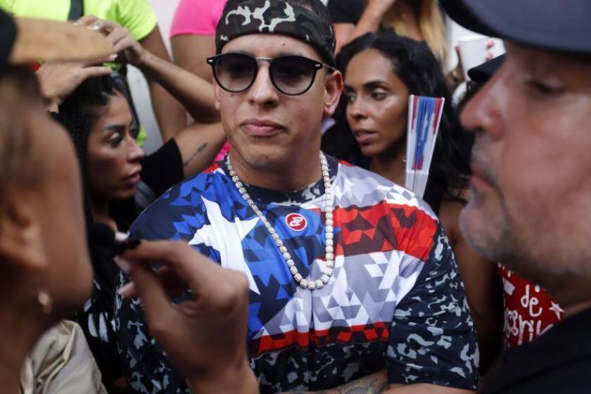 Daddy Yankee acude a protesta en San Juan para exigir renuncia del gobernador