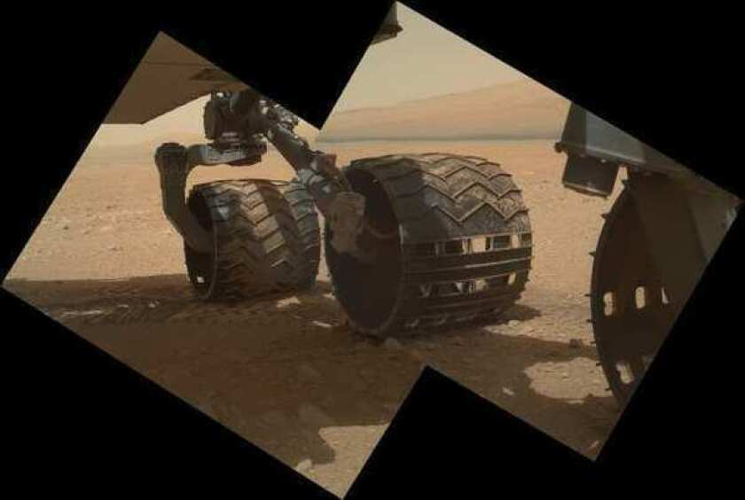 Curiosity rover to head to mystery spot, touch first Martian rock