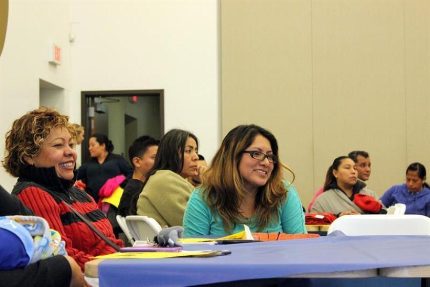 Los hispanos empiezan a ocupar más espacios y ascender posiciones en la lista de apellidos más comunes de Estados Unidos, según se desprende de estadísticas de la oficina del Censo. EFE/Archivo