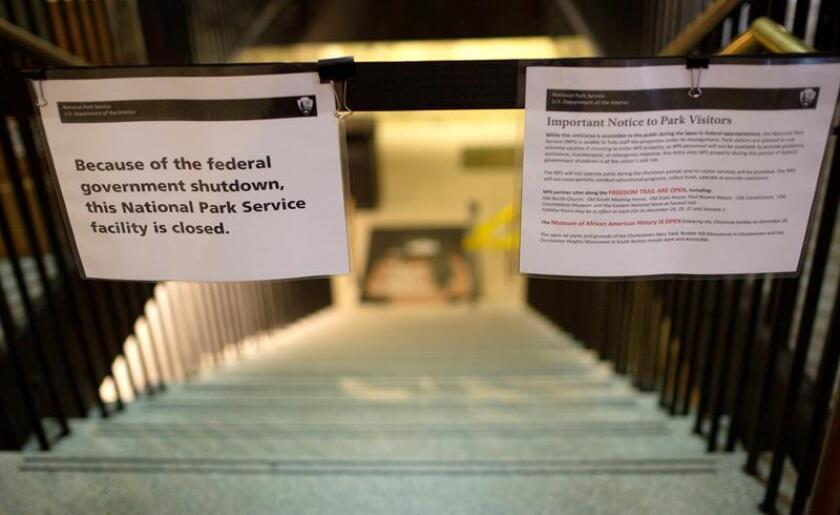 A sign announces the closure of the US Parks Department Information Booth and Visitor Center at Faneuil Hall in Boston, Massachusetts, 24 December 2018. EFE/EPA/CJ GUNTHER