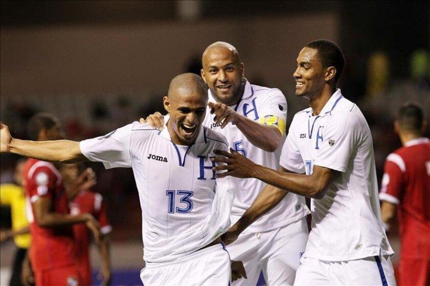 La selección de Honduras busca su tercera clasificación a una copa del mundo, tras su participación en la de Sudáfrica 2010, para lo que esperó 28 años después de su debut con buen suceso en el de España 1982. EFE/Archivo