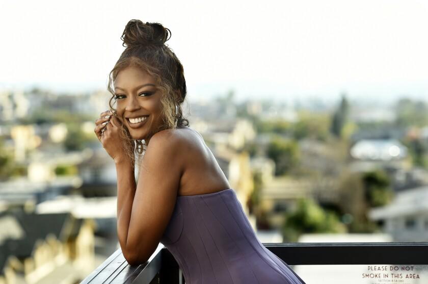 La actriz Javicia Leslie posa el lunes 4 de enero del 2021 en Glendale, California.