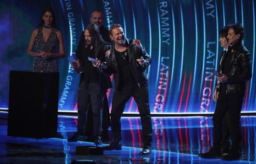 Fher Olvera de la banda Mana habla sobre el premio a Persona del Año durante la 19a ceremonia anual de los Premios Grammy Latinos en el MGM Grand Garden Arena en Las Vegas, Nevada, EE. UU., hoy, 15 de noviembre de 2018. EFE