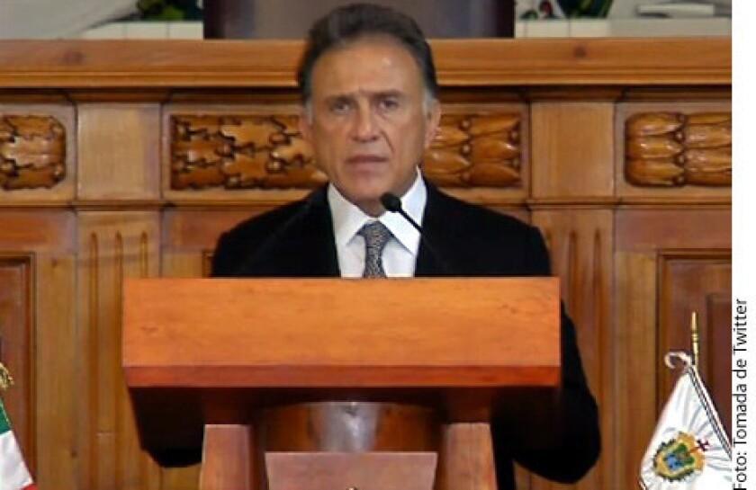 En 2016, la Administración de Javier Duarte desvió 75 mil millones de pesos de fondos federales destinados para obras específicas y duplicó la nómina del Poder Ejecutivo, acusó el Gobernador de Veracruz, Miguel Ángel Yunes.