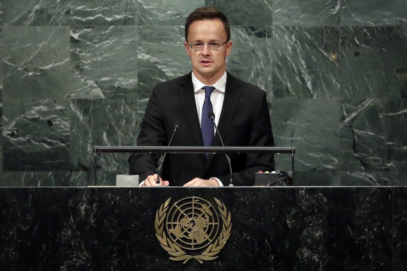 El ministro del exterior de Hungría, Peter Szijjarto, pronuncia un discurso ante la 71era sesión de la Asamblea General en la sede de la ONU, el viernes 23 de septiembre de 2016. (AP Foto/Richard Drew)
