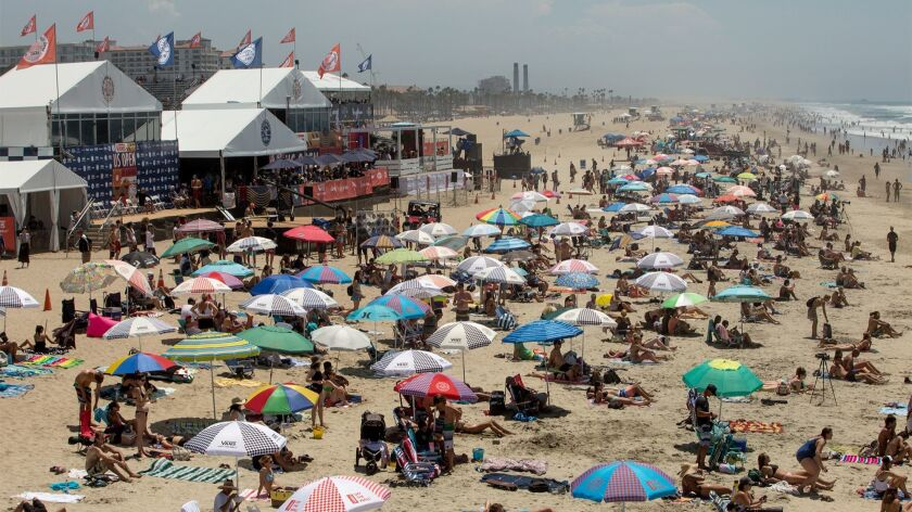 Hundreds look during the U.S. Open of Surfing in Huntington Beach on Thursday. (Kevin Chang/ Daily