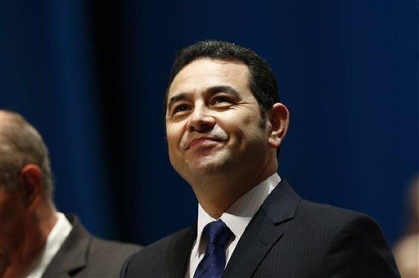 El hijo y el hermano del presidente guatemalteco Jimmy Morales declararon ante la fiscalía anti corrupción por una investigación sobre malversación en el Registro General de la Propiedad, informó el martes el propio mandatario.