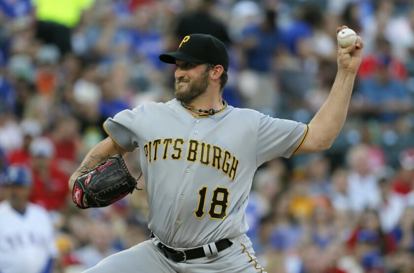 Pittsburgh Pirates' Jonathon Niese works against the Texas Rangers during the first inning of a baseball game, Friday, May 27, 2016, in Arlington, Texas. (AP Photo/Tony Gutierrez)