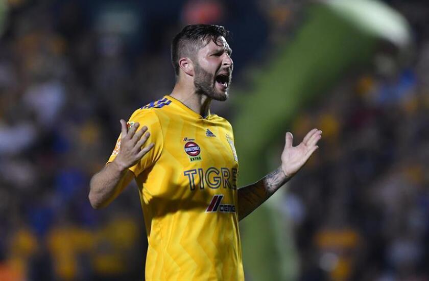 Andre Gignac de Tigres festeja una anotación ante Rayos de Necaxa, durante un partido correspondiente a la jornada 7 del Torneo Clausura 2019 celebrado en el estadio Universitario de la ciudad de Monterrey. EFE