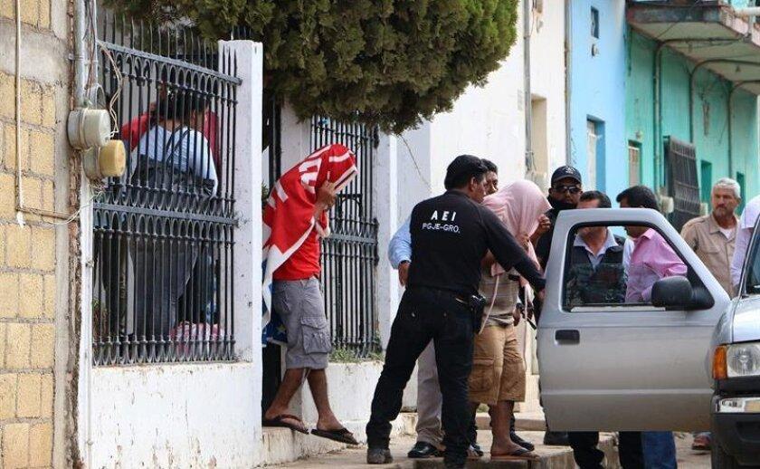 Las autoridades mexicanas detuvieron a 11 presuntos secuestradores y liberaron a una de sus víctimas como resultado de dos operativos ejecutados en cuatro estados del país, informó hoy la Comisión Nacional de Seguridad (CNS).