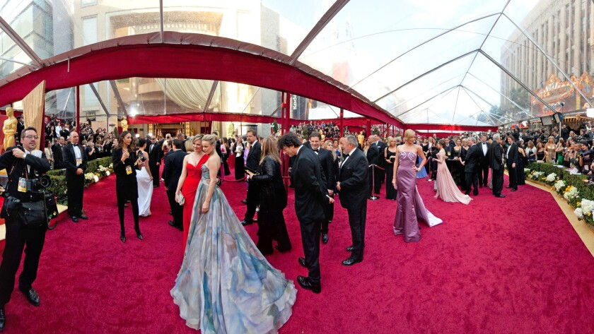 Neil Gaiman, center, captured on the red carpet at the 2010 Academy Awards. That's Rachel McAdams in blue.
