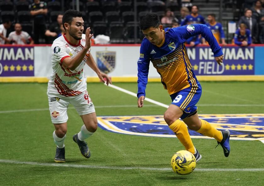 Sockers forward Brandon Escoto dribbles against Sonora's Jesus Alberto Avendando on Sunday in San Diego.