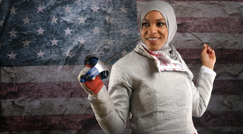 Ibtihaj Muhammad es una mujer musulmana de nacionalidad estadunidense que en Río 2016 rompió el molde y su deseo es sobresalir en esgrima y brillar más por lo deportivo que por lo social y cultural.