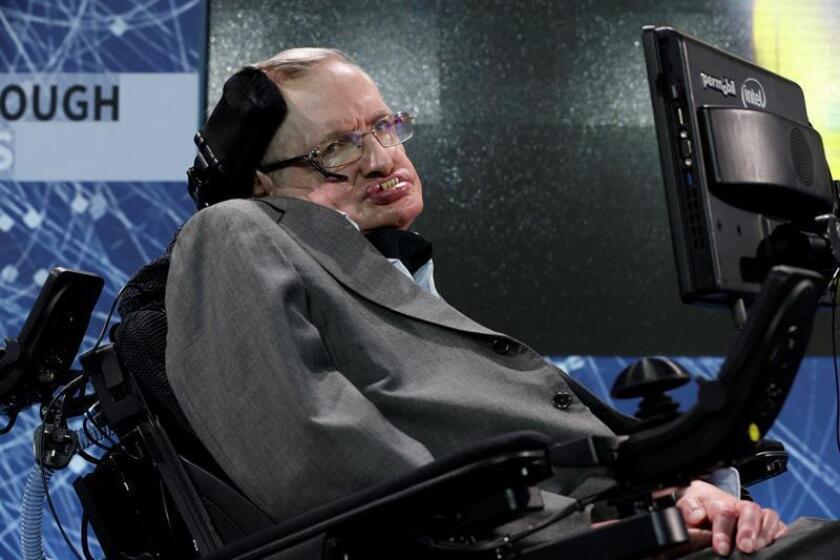 """La agencia espacial estadounidense NASA lamentó la pérdida del físico británico Stephen Hawking, fallecido hoy en Cambridge (Reino Unido) a los 76 años, a quien describió como """"un gigante entre hombres"""". EFE/EPA/Archivo"""