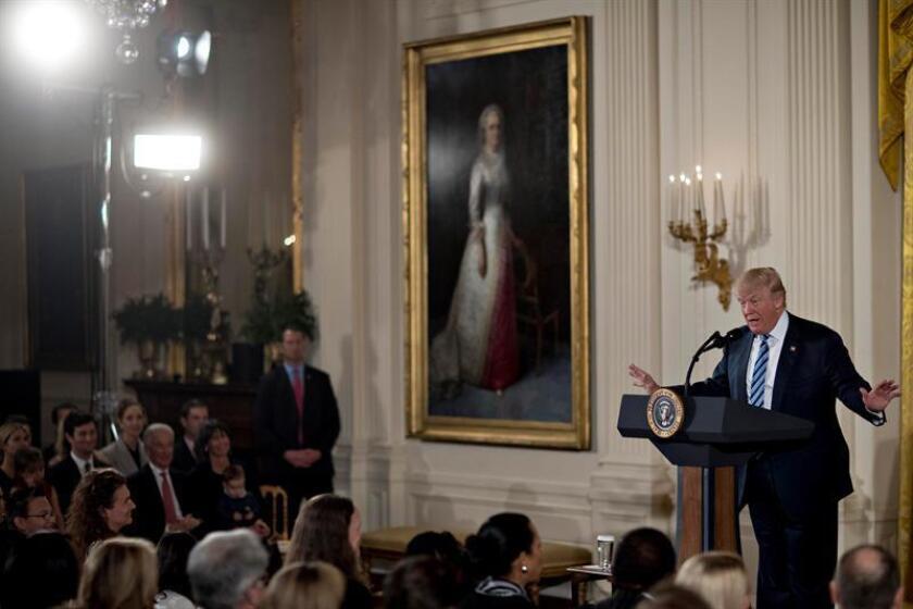 El nuevo presidente de EE.UU., Donald Trump, anunció hoy que va a comenzar a renegociar pronto con los líderes de México y Canadá el Tratado de Libre Comercio de América del Norte (TLCAN o NAFTA), firmado por los tres países hace dos décadas. EFE/Andrew Harrer/POOL