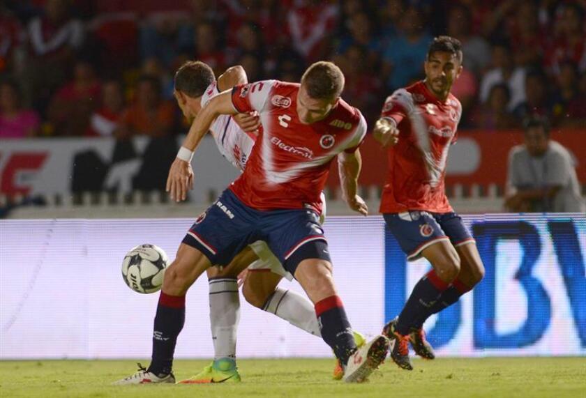 Los Tiburones de Veracruz superaron este viernes por 2-0 a los Jaguares de Chiapas y dieron un paso firme en su lucha por la permanencia en Primera División en el arranque de la quinta jornada del Clausura mexicano. EFE/ARCHIVO