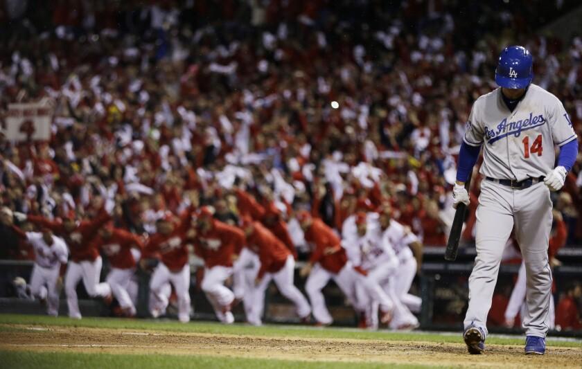 Mark Ellis, de los Dodgers, se aleja después