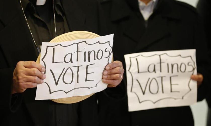 Varias organizaciones latinas advirtieron hoy de los obstáculos que enfrenta la comunidad hispana para ejercer el voto, pero se mostraron optimistas respecto a la participación y las cifras de voto adelantado registradas de cara a las elecciones legislativas de la semana próxima. EFE/Archivo